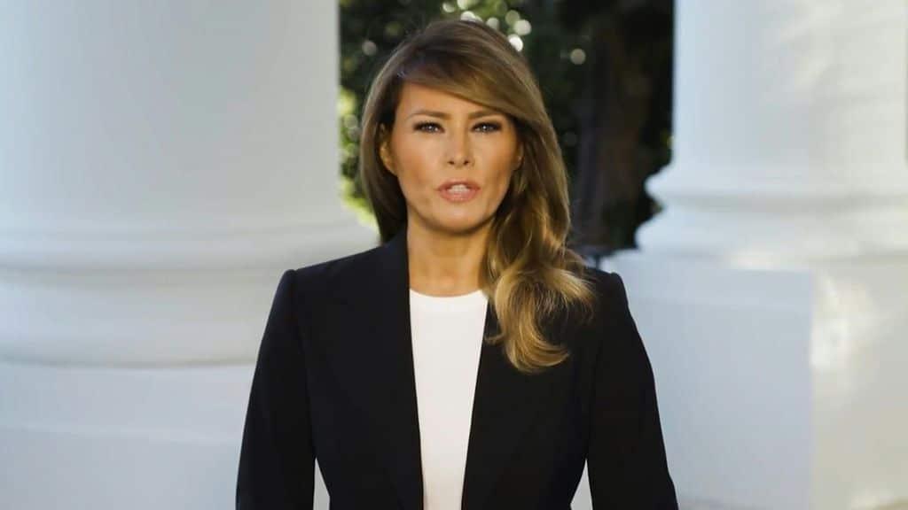 Le malelingue non perdonano chi ha troppe virtù<br>Tutti contro Melania Trump, la lady imperturbabile