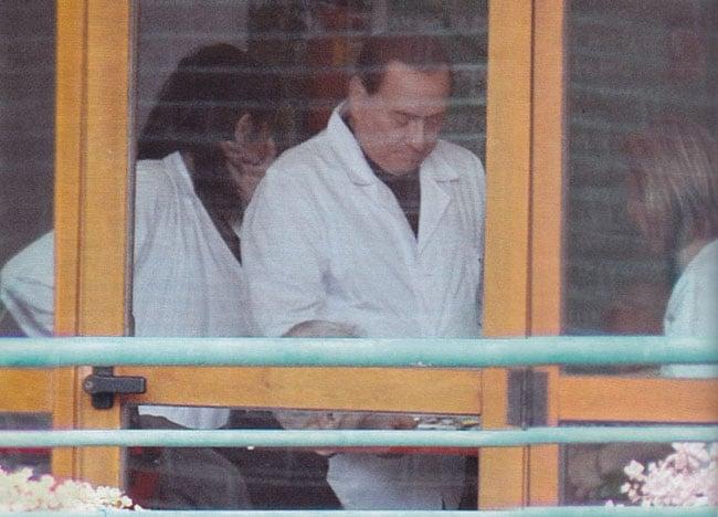 Berlusconi scontò la sua pena prestando assistenza ad anziani e malati <br> Eppure era innocente