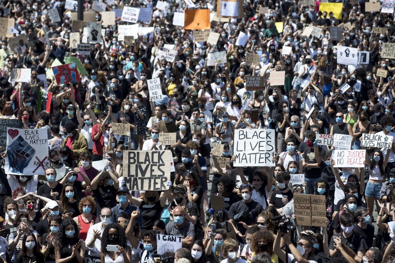 L'ultrasinistra manifesta senza chiedere autorizzazioni <br> Alla destra viene imposto il numero chiuso