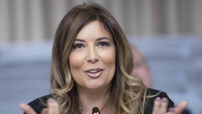"""Lucarelli paragona i migranti illegali ai ragazzi italiani che vanno a fare l'Erasmus <br> Poi aggiunge: """"Gli stupri degli italiani qui sono la percentuale più alta"""" <br> Ma si sbaglia: la proporzione è schiacciante"""