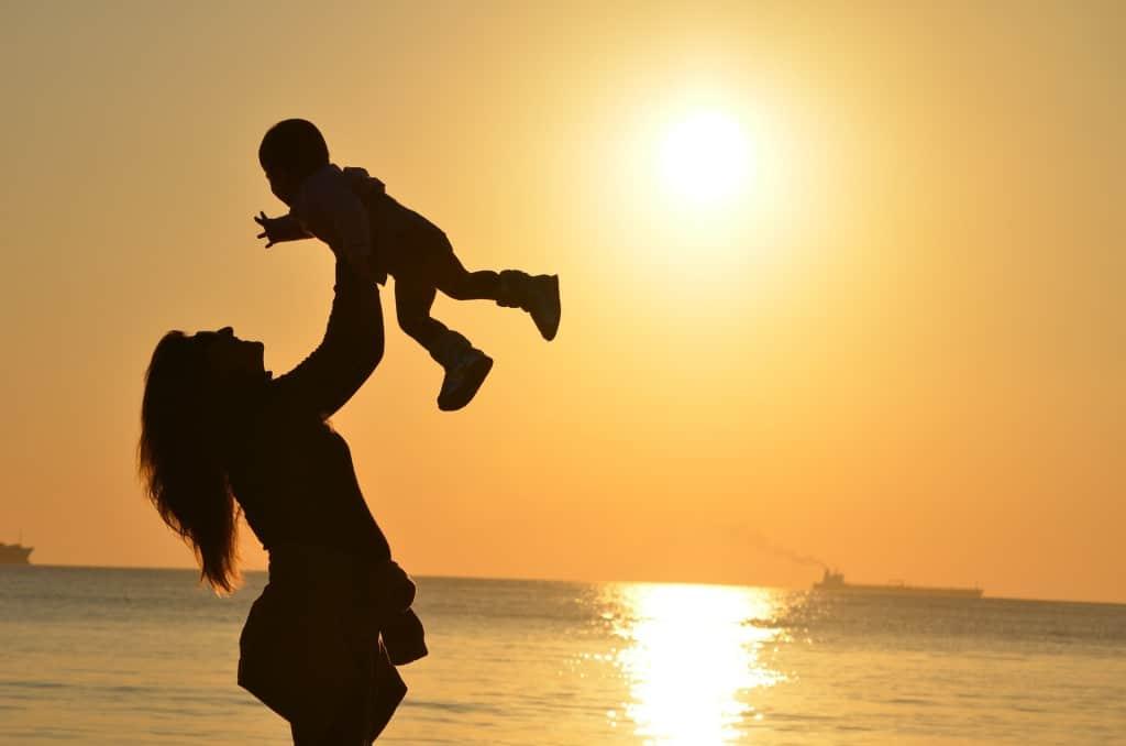 Altro che dei mammoni, l'Italia è il Paese delle mammone<br>Si diventa madri dopo i 40 anni