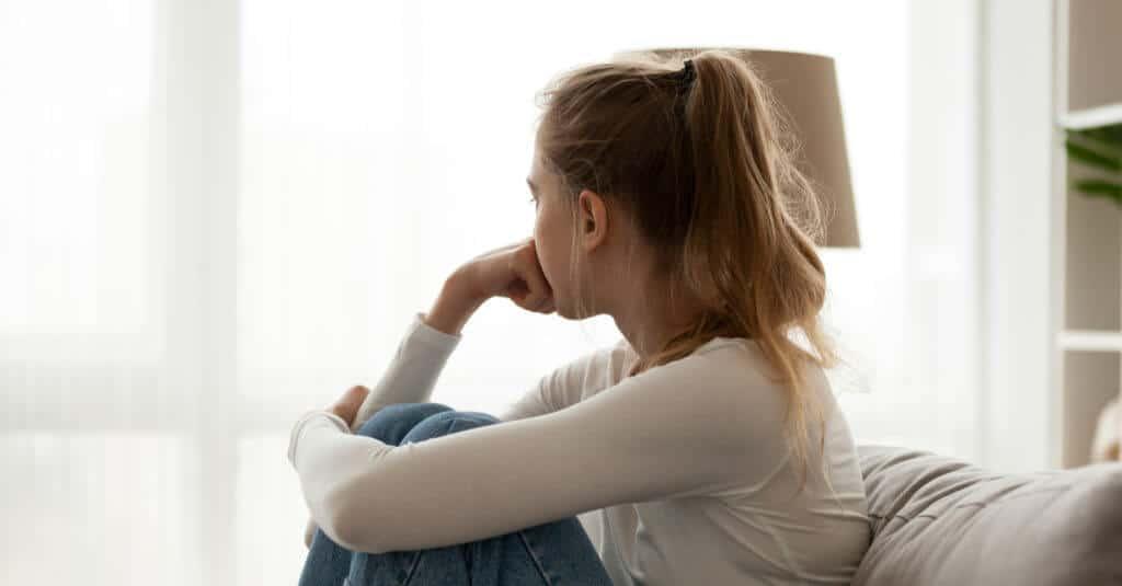 Tagliarsi, digiunare, vomitare, prendersi a pugni<br>L'autolesionismo che uccide le adolescenti