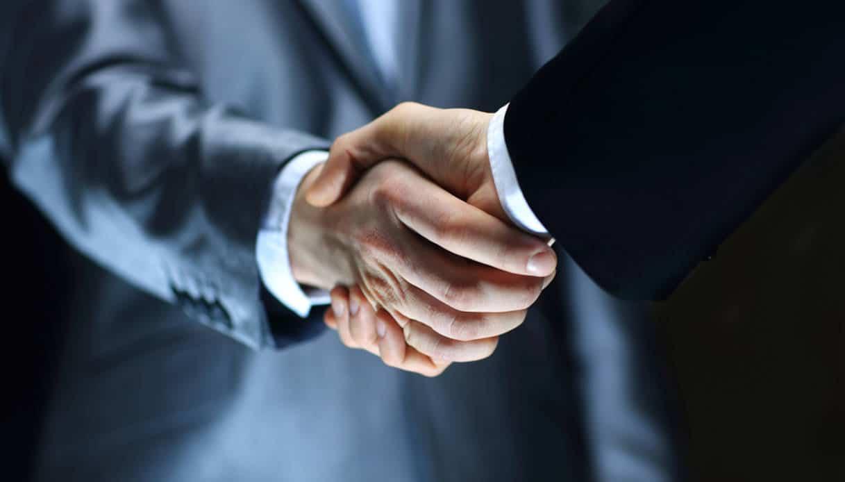I significati della stretta di mano <br> considerata oggi un rischio per la salute