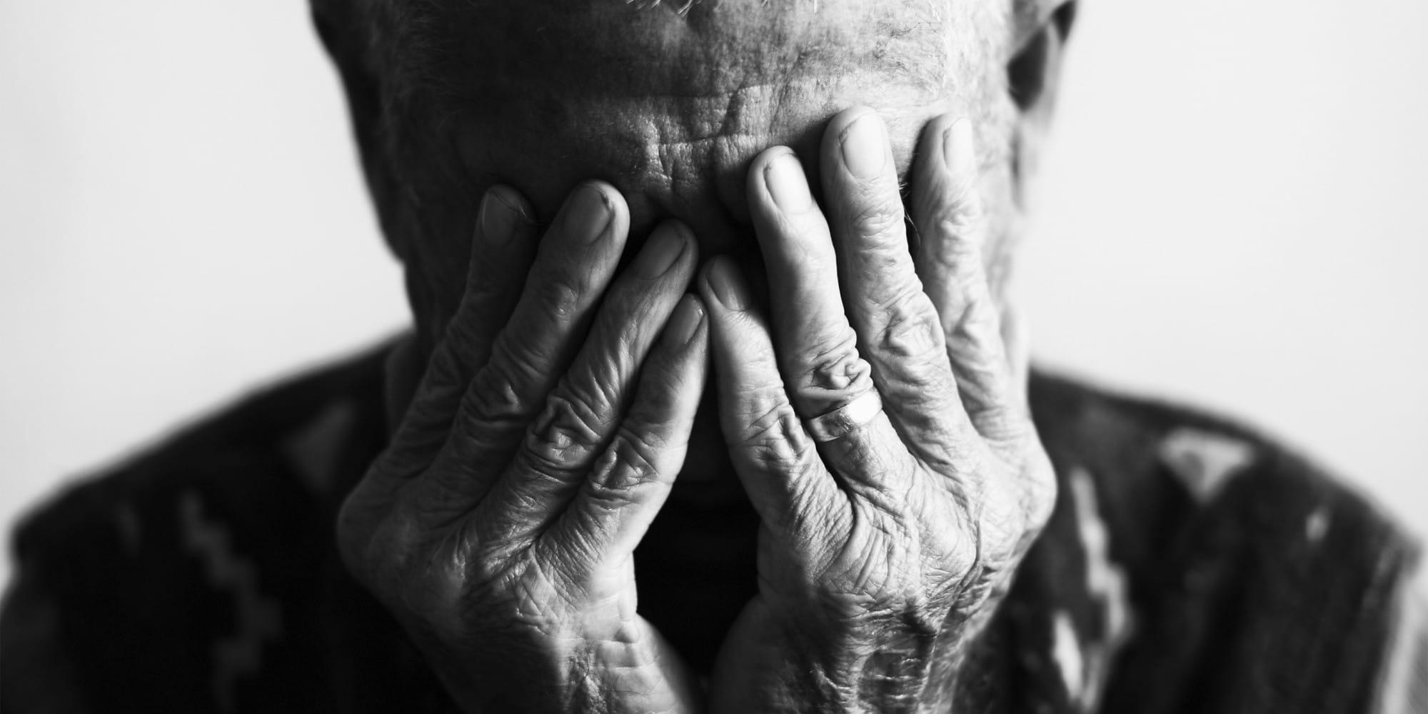 Anziani sempre più poveri e soli