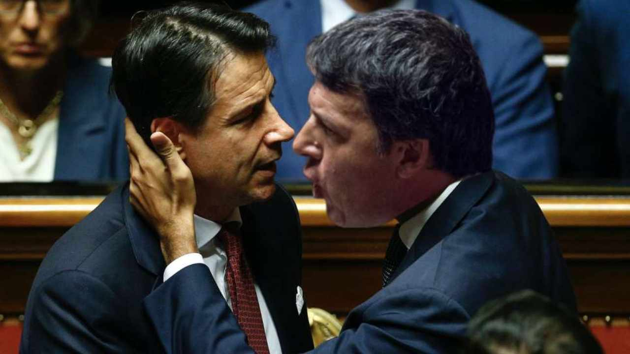 Conte e Renzi si sono invertiti i ruoli <br> Giuseppi era disgustato dalla riforma costituzionale di Matteo, ma poi ha calpestato la Carta <br> Intanto il fiorentino gli ricorda che la Costituzione non si tocca