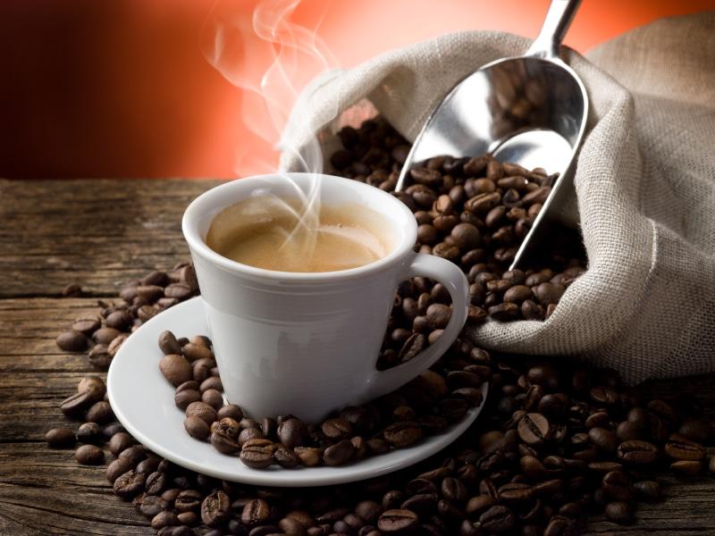 Ne bastano 3 tazzine al giorno per godere di lunga vita <br> Il 78% della gente disposta a rinunciare al sesso ma non al caffè