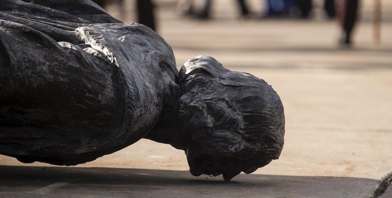 """Nazione Futura promuove #nessunotocchicolombo <br> """"Pene più severe per chi vandalizza le statue"""""""