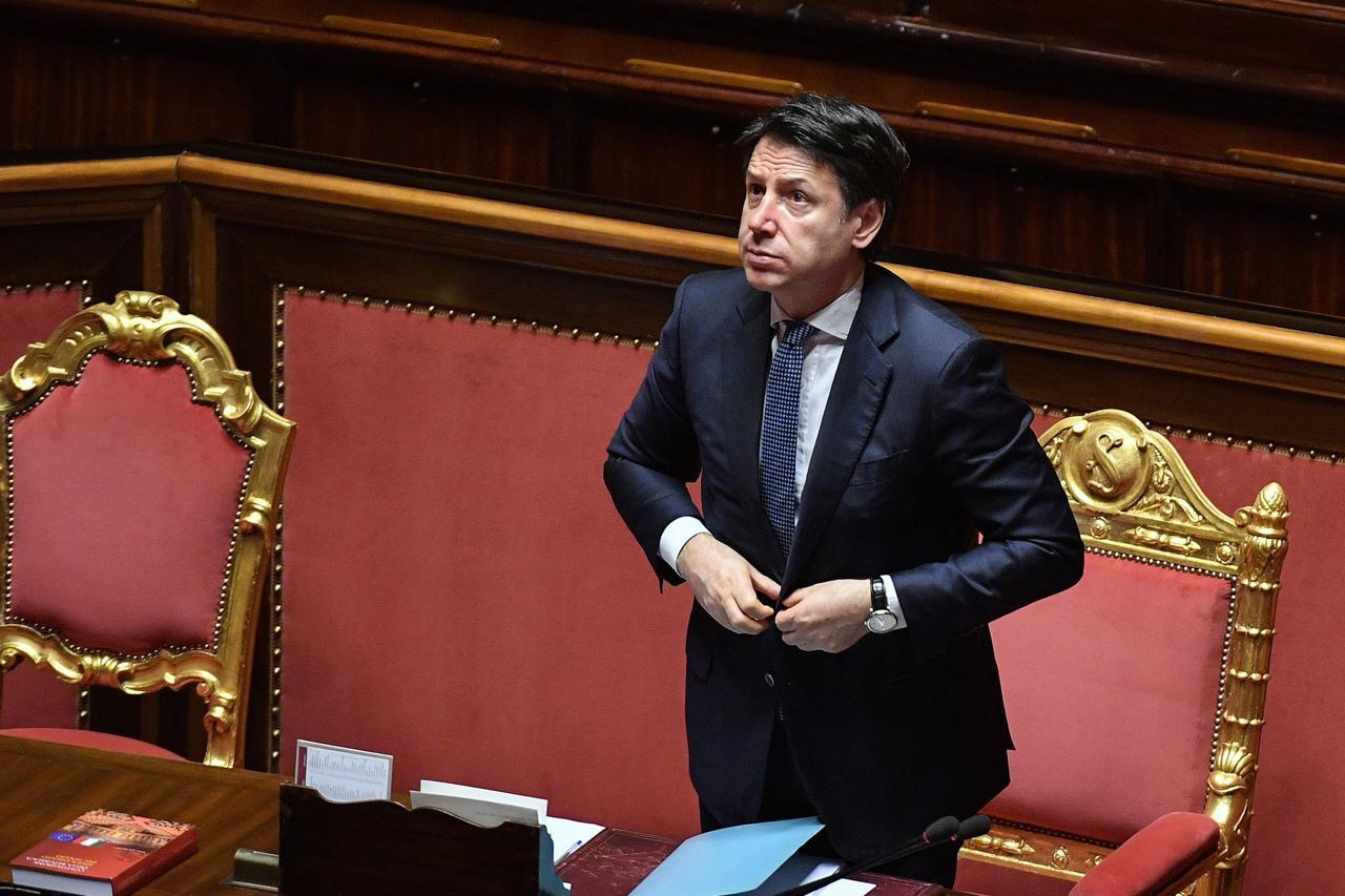 """Conte ci fa lo sconto: stato di emergenza (forse) fino al 31 ottobre <br> Domani nuovo dpcm <br> Berlusconi: """"Inaccettabile forzare ancora la Costituzione"""""""