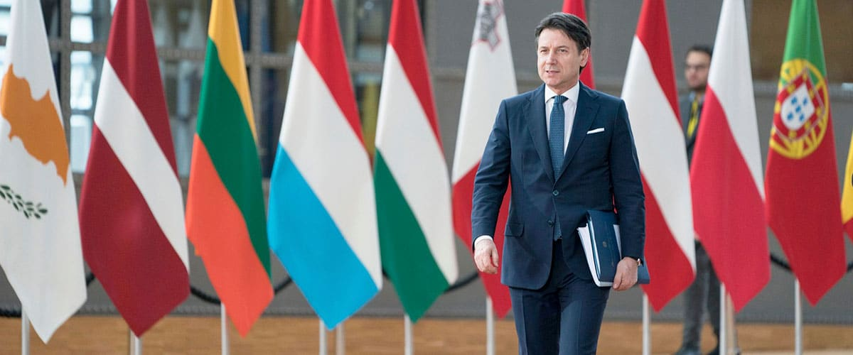 Solo 5 italiani su 100 si fidano dei politici <br> Conte, tanto marketing e niente arrosto