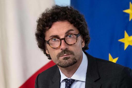 """""""Mi taglio lo stipendio, non rompetemi i coglioni"""" <br> Toninelli taglia la lingua agli elettori"""