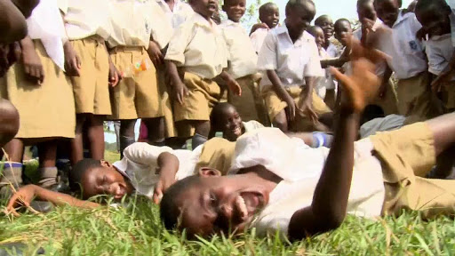 Non tutte le pestilenze vengono per nuocere <br> Nel 1962 una epidemia di risate si diffuse in Tanzania imponendo il lockdown