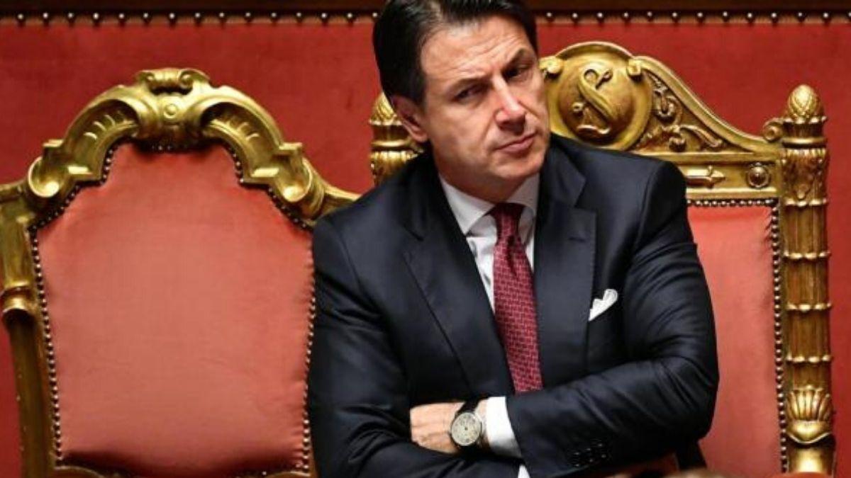 Le giravolte acrobatiche di un premier ormai alla frutta <br> Il 59% degli italiani non si fida di Conte e lo ritiene incapace