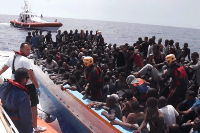 In 7 giorni sono arrivati 2378 migranti <br> Lampedusa è in ginocchio <br> Sbarchi incessanti