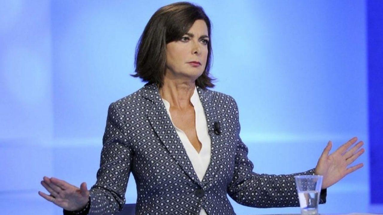 Laura Boldrini difende Lucarelli e accusa l'Ordine dei giornalisti lombardo di adottare due pesi e due misure <br> E parla proprio lei…