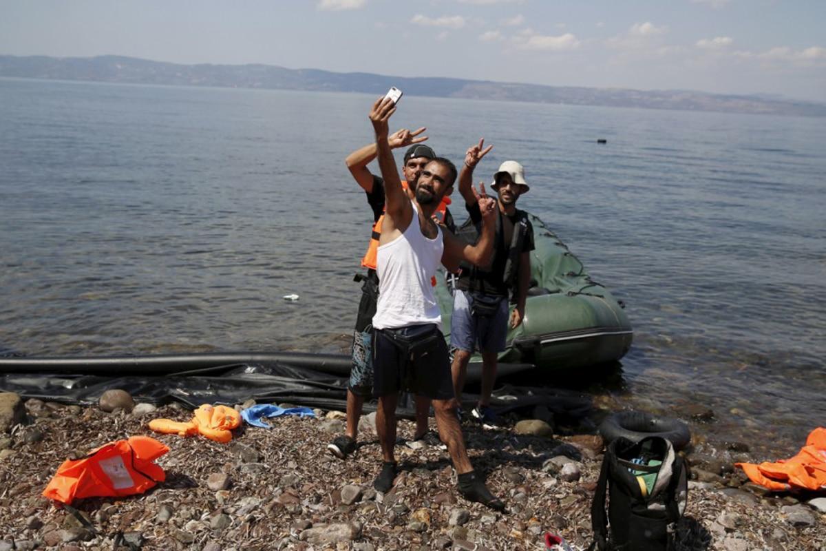 """Non chiamateli """"rifugiati"""" né """"reduci di guerra"""", i migranti che ci assediano in questi giorni sono soprattutto tunisini ben nutriti e alla moda <br> Ecco chi erano i  veri sopravvissuti"""