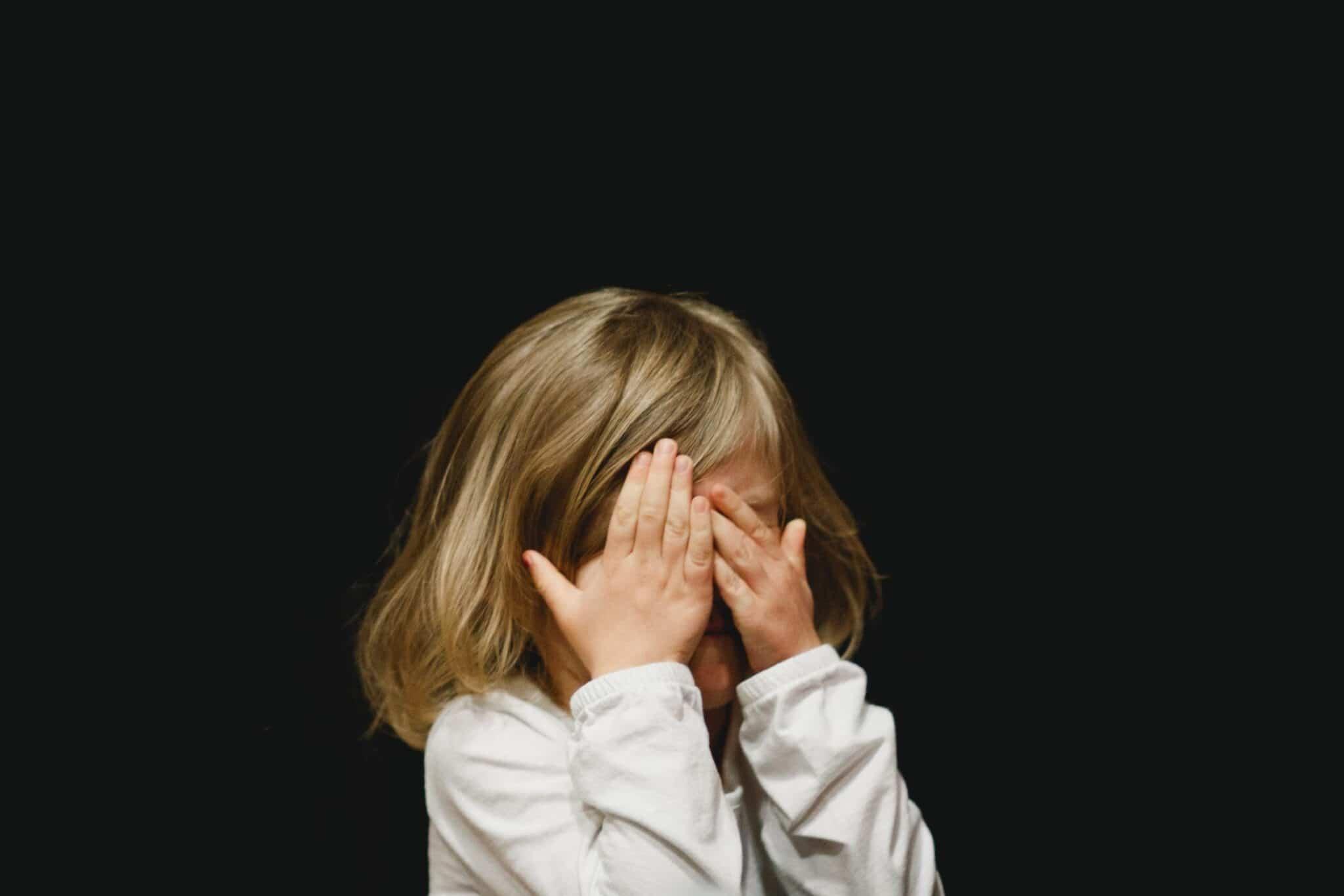 Pedofilia femminile, fenomeno sottovalutato <br> Eppure i due generi si equivalgono nella spietatezza
