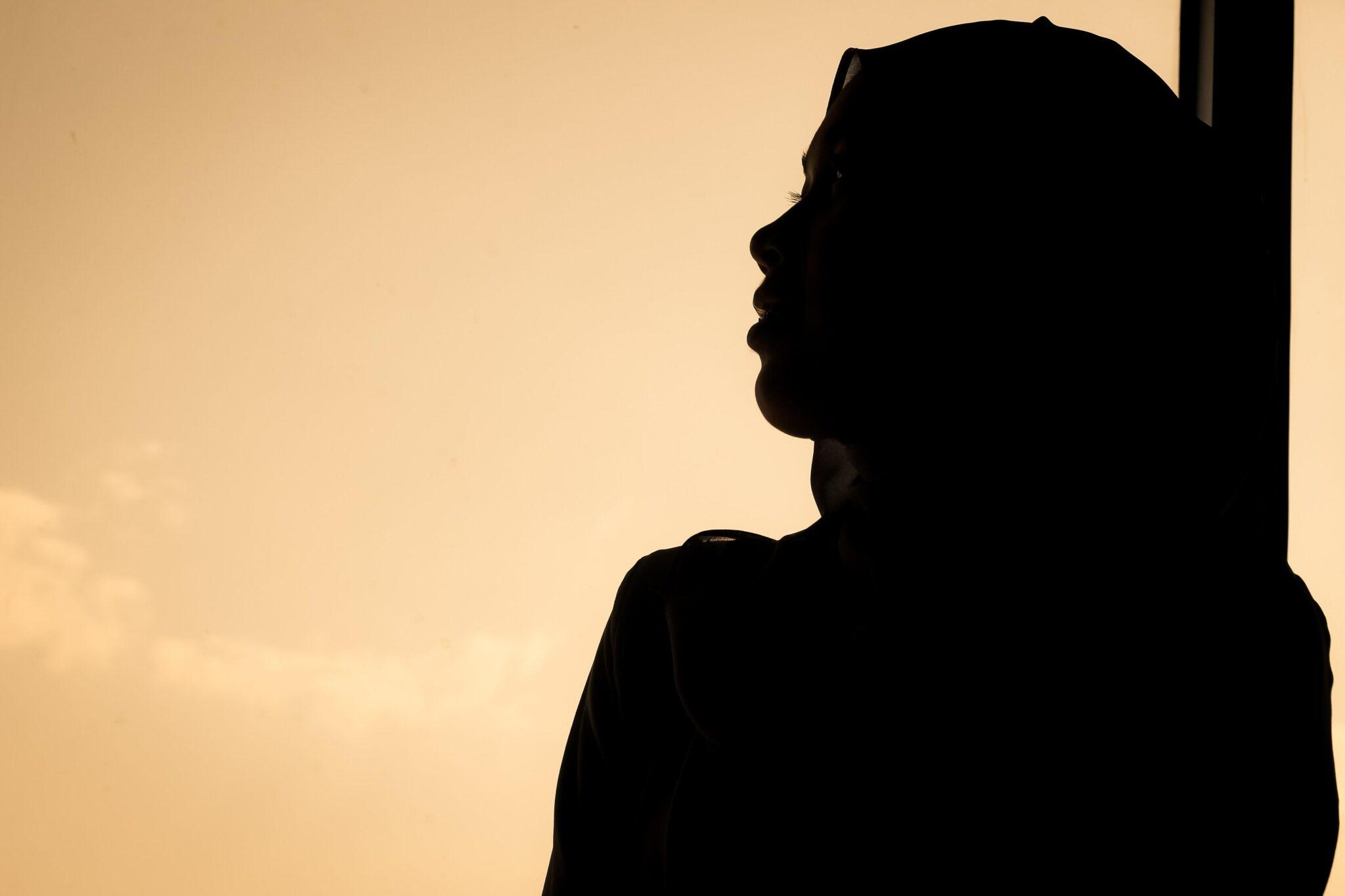 """""""Segregata e frustata da mio padre"""" <br> Confessioni di una ragazza islamica in Italia <br> Le femministe nostrane intanto si occupano delle vocali"""
