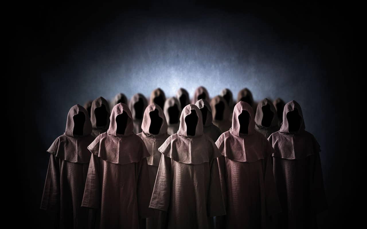 Ecco chi sono coloro che vendono l'anima al diavolo <br> 240 mila minori in Italia avvicinati ogni anno dalle famiglie di Satana <br> Gli adepti controllati e minacciati