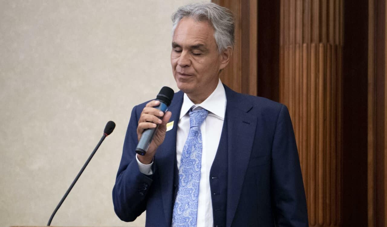 """""""Andrea s'è perso"""", titola Repubblica che diffonde una squallida poesia contro Bocelli <br> Certo, i ciechi si smarriscono <br> Chi non si adegua alla linea del governo viene bullizzato"""