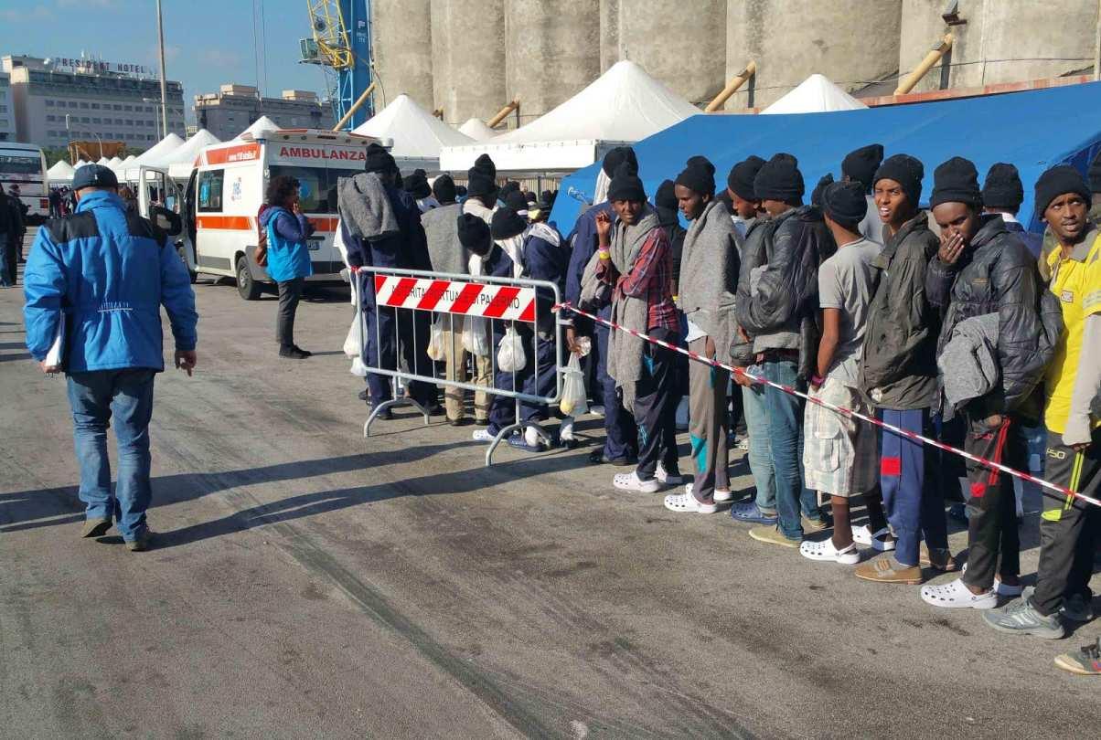 La redistribuzione in Europa non funziona.<br> Fino al 22% di chi sbarca finisce in Lombardia ed Emilia-Romagna, dove ad oggi manteniamo in regime di accoglienza 20 mila migranti