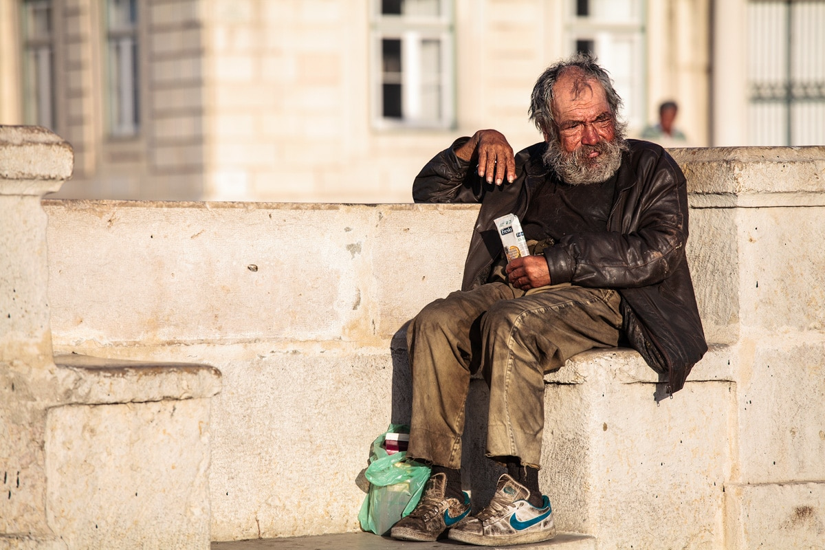 La sinistra moltiplica i poveri e poi li nasconde perché poco graziosi. <br> Illegittima l'ordinanza del sindaco di Cuneo che mette al bando i senzatetto. <br> La miseria non costituisce reato