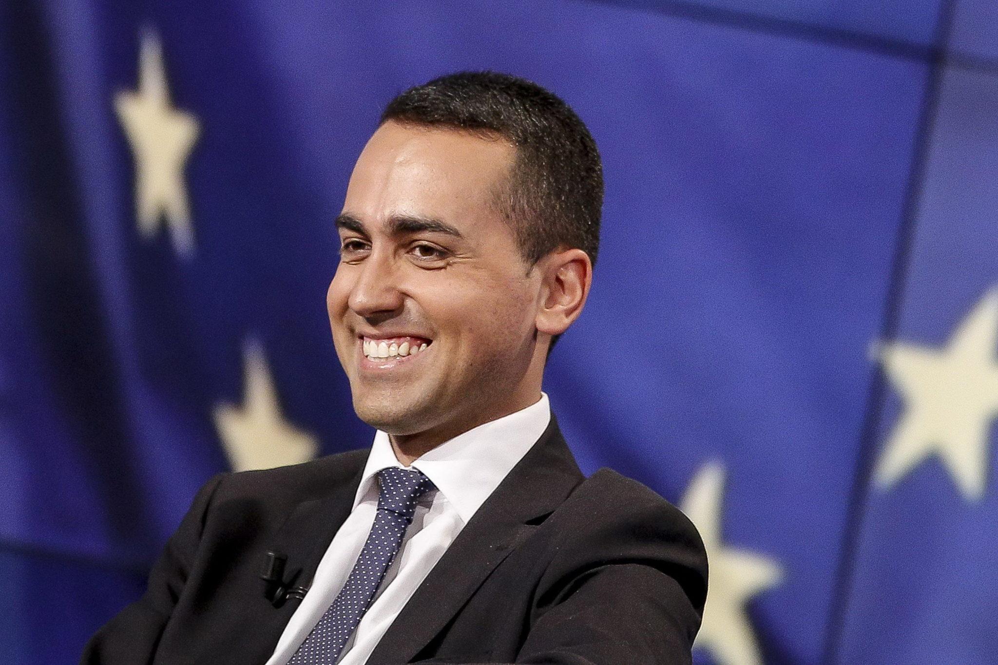 In 5 mesi abbiamo elargito alla Tunisia 61 milioni di euro. <br> In cambio ne abbiamo ottenuto migliaia di clandestini. <br> Affaroni giallorossi.