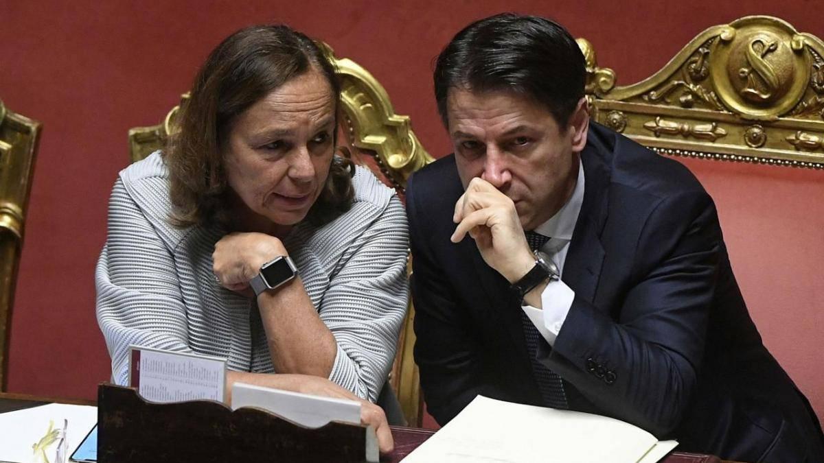 Con i 61 milioni regalati alla Tunisia che ci manda clandestini avremmo potuto dare 600 euro a 102 mila famiglie in difficoltà.<br> Ma il governo aiuta gli extracomunitari