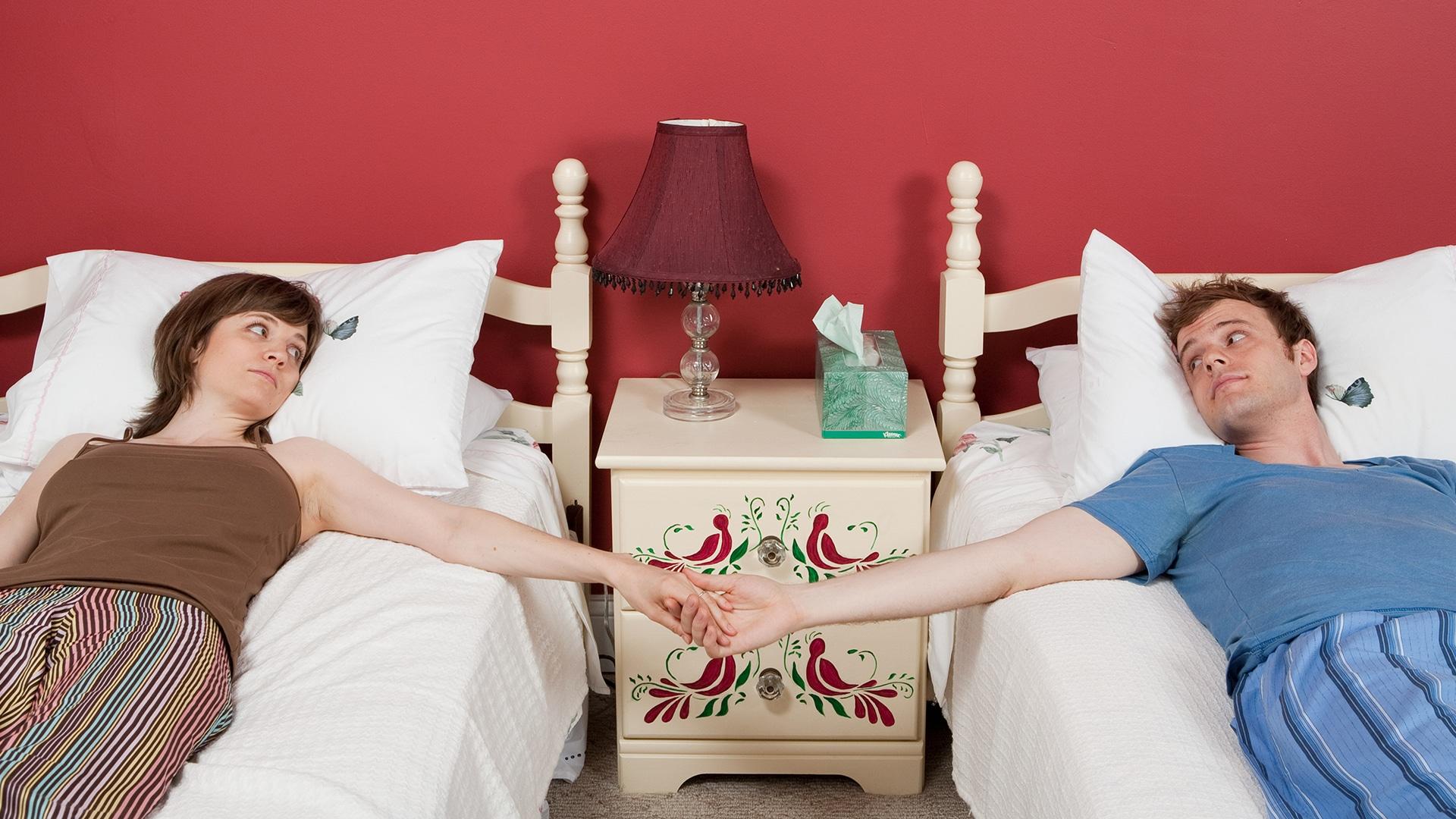 25% delle coppie dorme in letti separati. <br> Un'abitudine che allunga la vita e pure il matrimonio. <br> Ecco il parere del medico