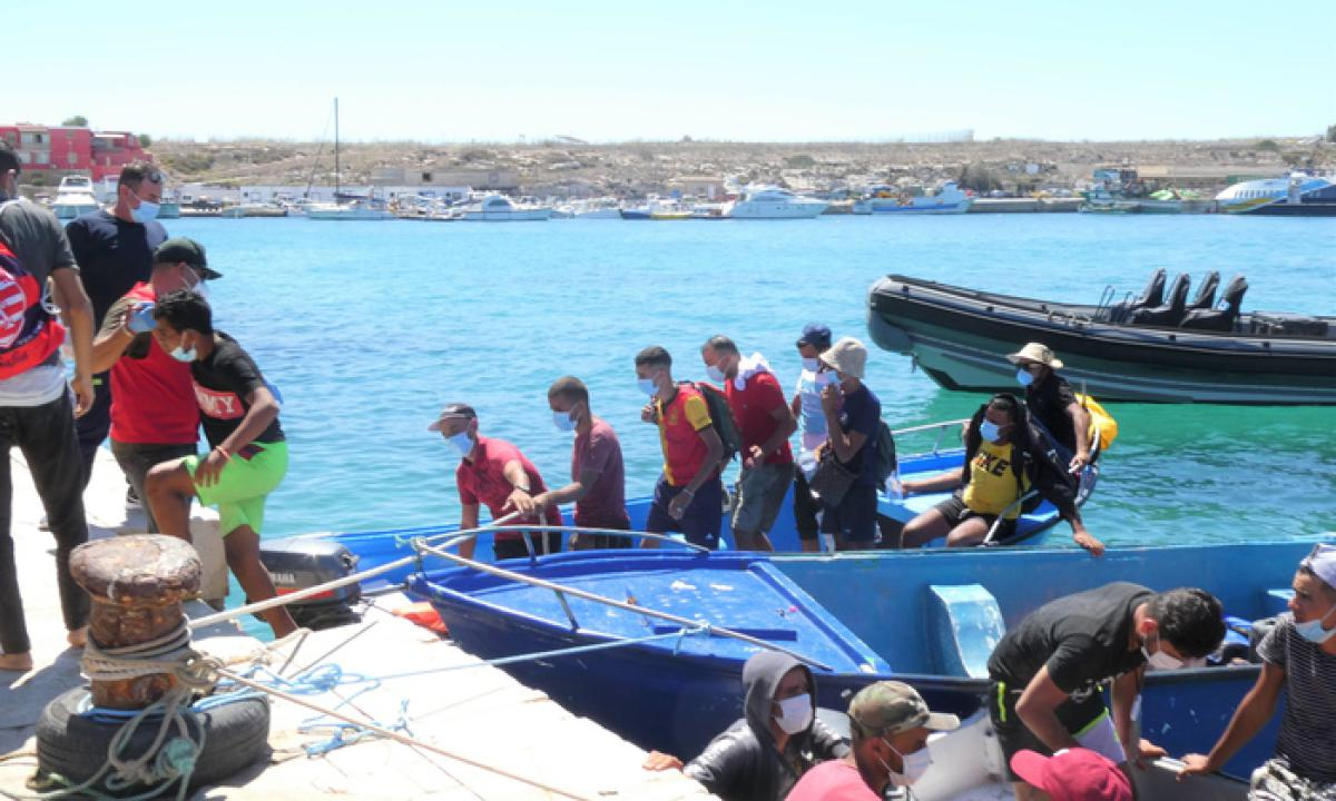 Ma quali profughi denutriti! Il 42% di chi sbarca è tunisino, ad aprile proveniva dalla Tunisia solo il 5% dei clandestini.<br> Paghiamo per avere in cambio migranti illegali.<br> Missione di Lamorgese e Di Maio a Tunisi fallita