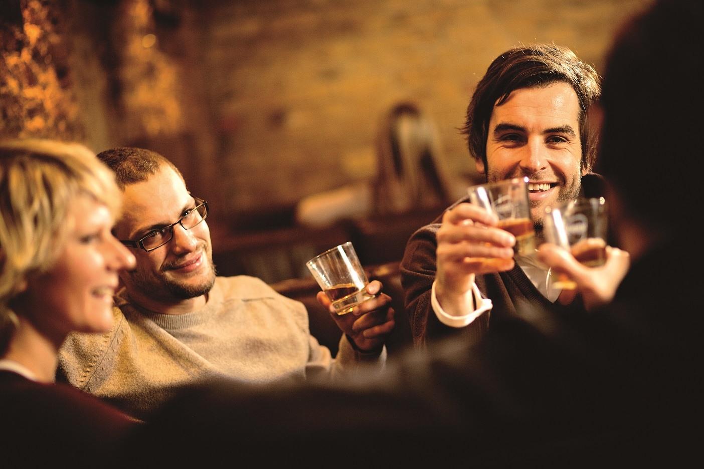 """""""Per me il whisky è sinonimo di libertà"""", mi disse il filosofo Giulio Giorello, che ne beveva un sorso prima di scrivere. <br> Ecco tutti i benefici del distillato più consumato al mondo"""