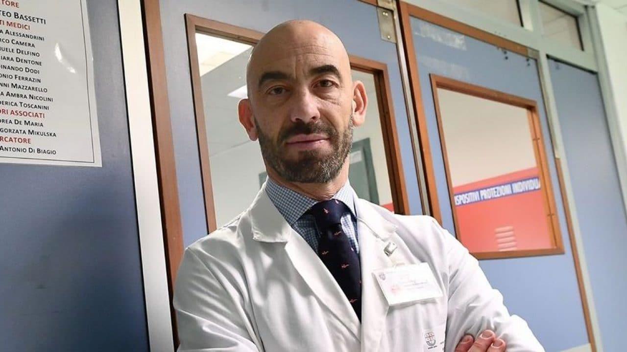 """Bassetti: """"Il virus è meno letale. Nel 99,6% dei casi si guarisce"""".<br> E solo 5 positivi su 100 hanno bisogno di cure"""
