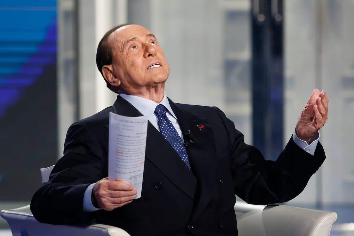 Berlusconi positivo al corona.<br> I suoi detrattori non si illudano: il Cavaliere è indistruttibile e li sotterrerà comunque
