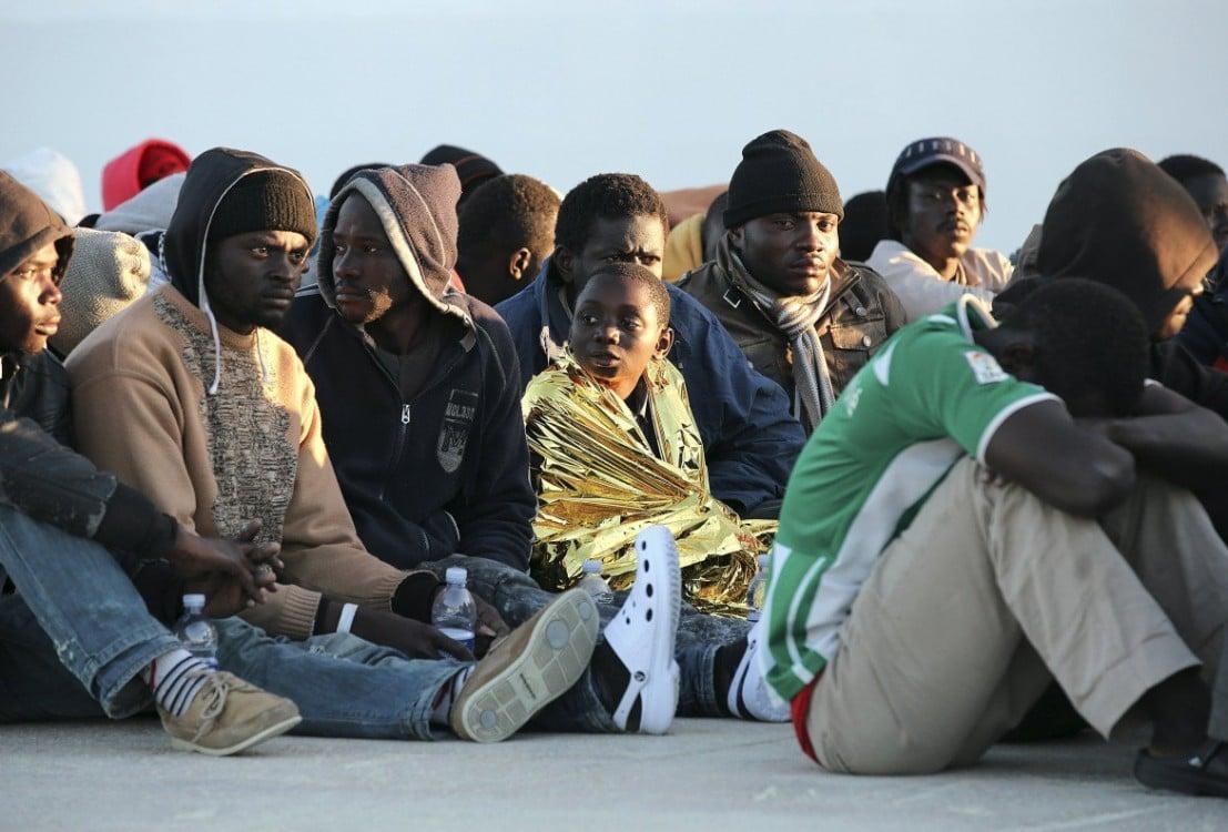 Anomalia italiana: siamo l'unico Paese al mondo che trasforma decine di migliaia di clandestini in sedicenti profughi mantenuti a nostre spese.<br> Non esiste alcun obbligo di accogliere
