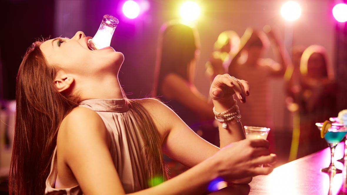 In Italia il primo contatto con l'alcol avviene intorno agli 11 anni e 8 mesi.<br> Aumentano gli adolescenti etilisti.<br> Ecco i consigli del pediatra