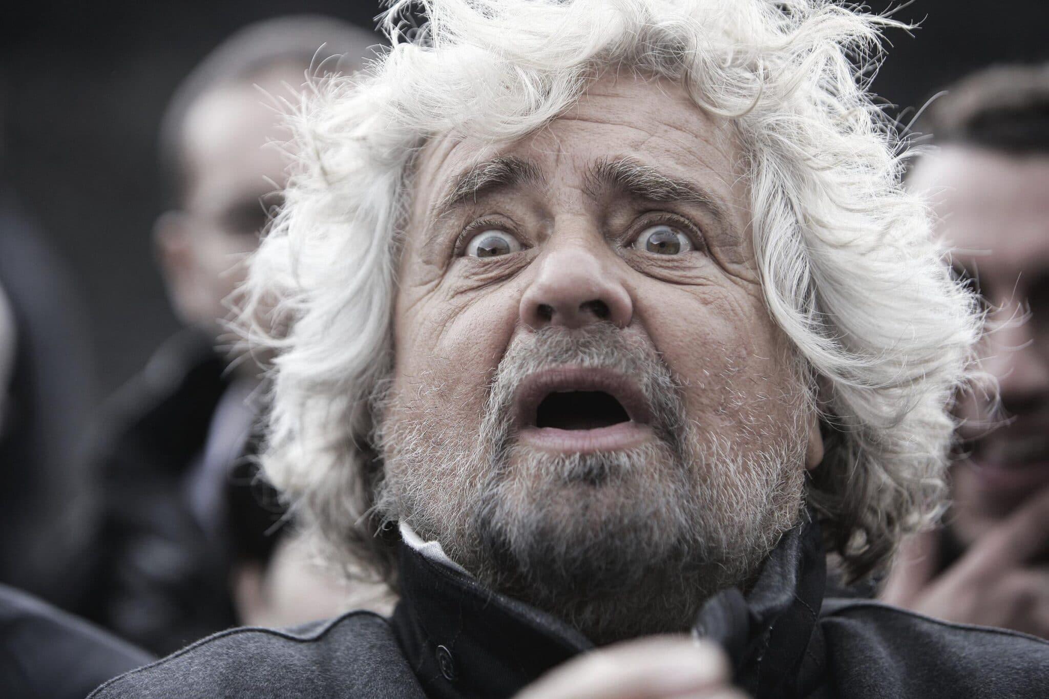 Il Fatto Quotidiano in difesa di Grillo: non è mica lui ad essere violento, è il giornalista ad essere maleducato.<br> Fini e le arrampicate sugli specchi