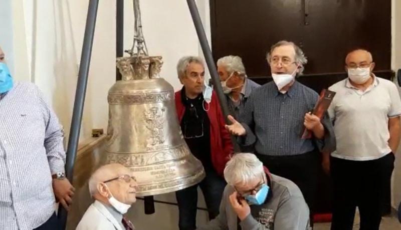 Grazie a Vittorio Feltri gli abitanti di Guardialfiera hanno di nuovo la loro amata campana, la più antica del mondo
