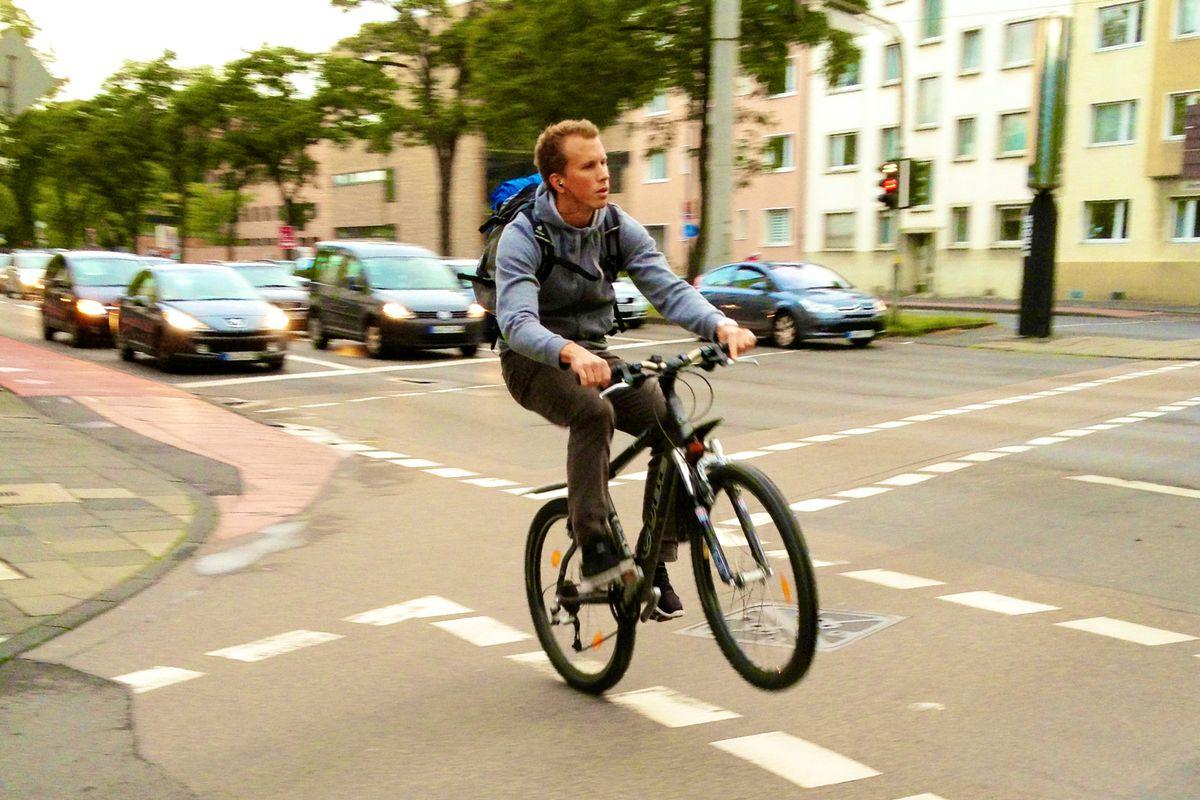 Si salvi chi può: solo a Milano in appena 3 mesi oltre 650 incidenti in bici e monopattino