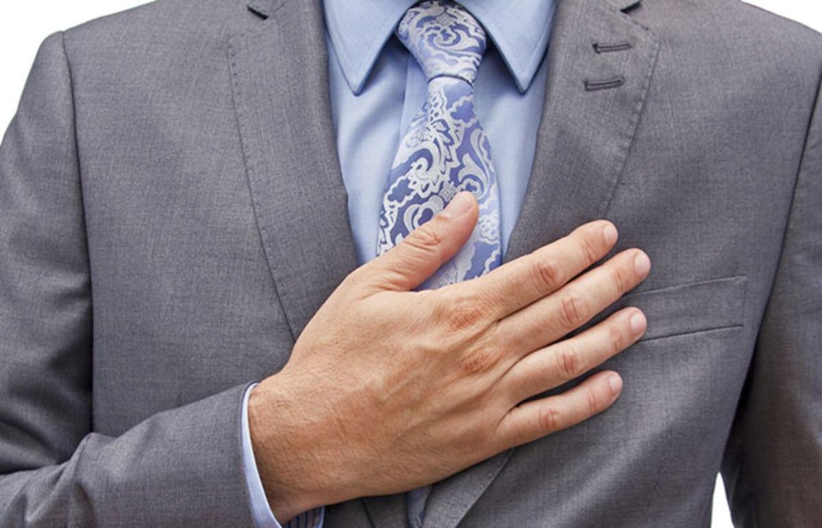 Schizofrenie da Covid-19: per l'Oms, rischioso salutarsi col gomito, meglio una mano sul cuore. Siamo atomi sempre più distanti