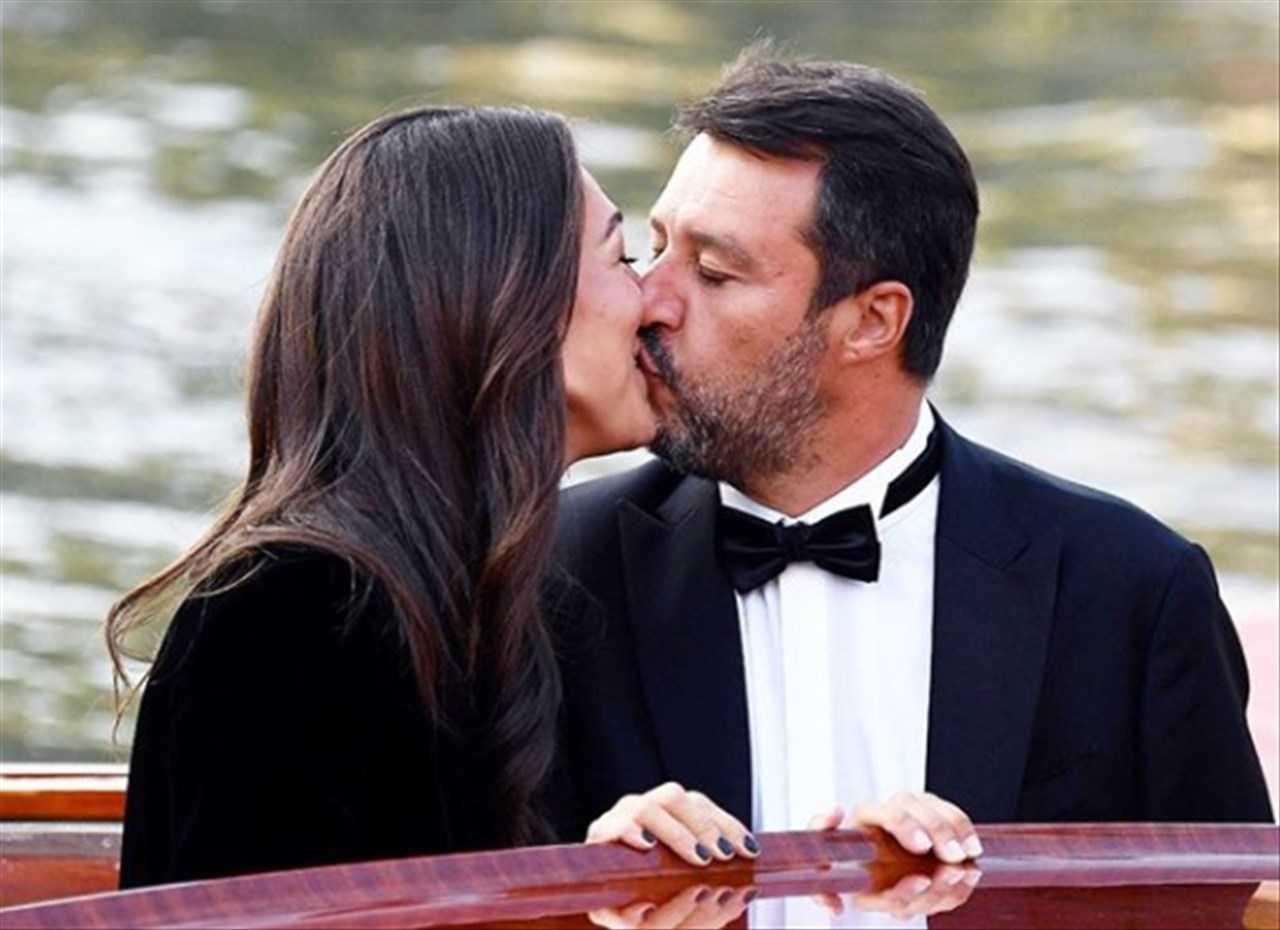 """Selvaggia e i cavoli a merenda. Lucarelli paragona Salvini ai clandestini: """"Arriva sul barcone a Venezia, io lo avrei mandato a Malta""""."""