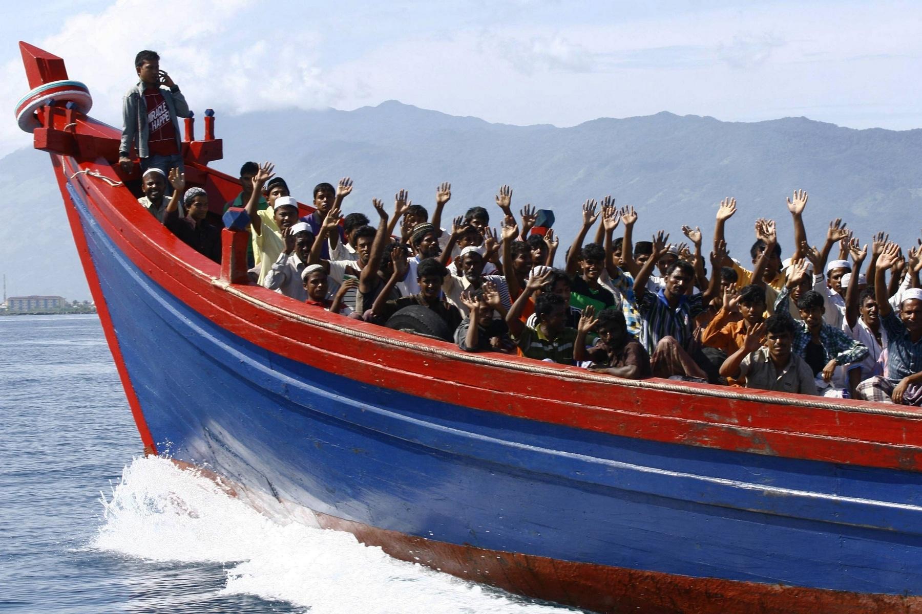 Dalla Sicilia non si entra e non si esce. Diritto di ingresso solo ai clandestini. Nei primi 6 giorni di novembre 2749 sbarchi.<br> Attività chiuse, porti aperti