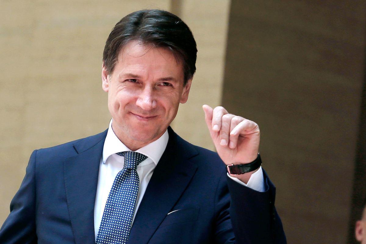 Pd e M5s fanno quadrato intorno a Conte, ma l'ex premier scippa voti a grillini e dem.<br> Il partito di Giuseppi otterrebbe il 16% dei consensi