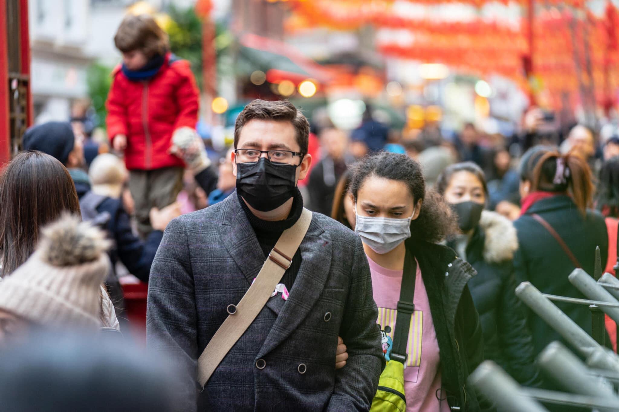 Come le mascherine ci hanno peggiorato la vita.<br> E non ce ne libereremo.<br> Comunicare è ormai impossibile