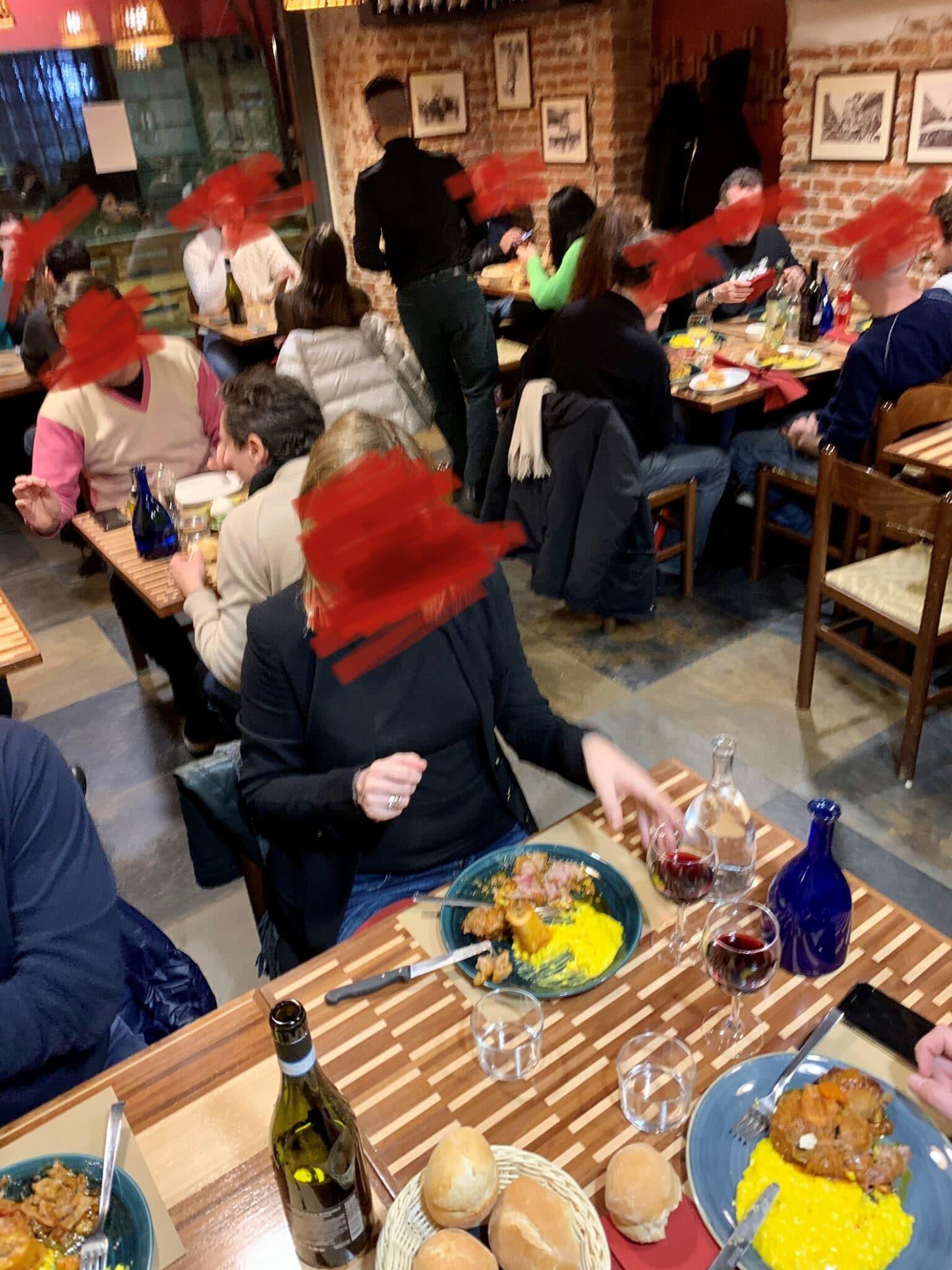 Cronaca di una cena in uno dei ristoranti aperti nonostante i divieti
