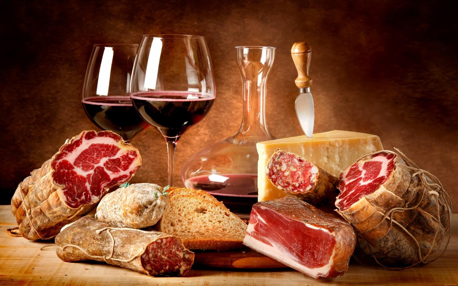 L'UE vuole imporci pure cosa mangiare: vino e carni sono nocivi. Coldiretti: la tutela della salute è una scusa per penalizzare i prodotti italiani