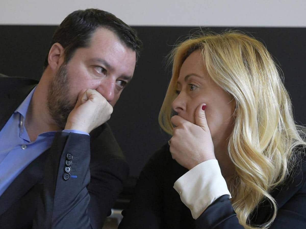 """Salvini solo contro Draghi e giallorossi: """"No alla proroga dello stato di emergenza, mancano le condizioni"""". Meloni: """"Prolungarlo è follia"""""""