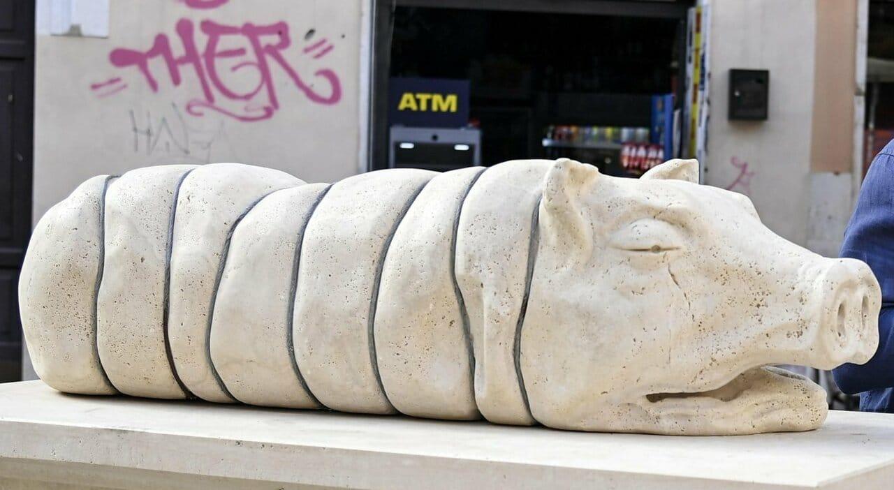 Le porcate dei progressisti. Eretto il monumento alla porchetta arrosto nel cuore di Roma