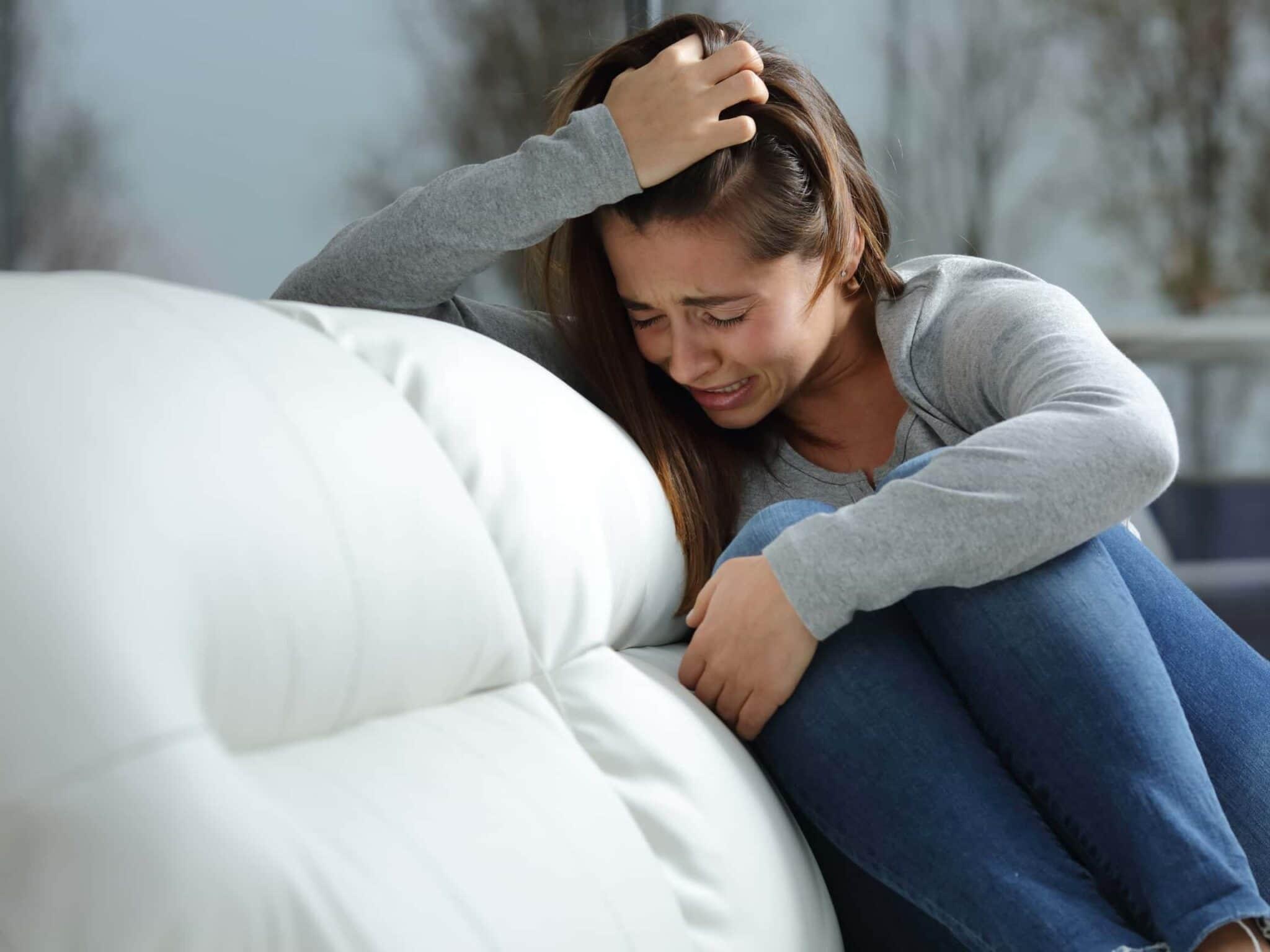 La solitudine che ammazza: tentativi di autolesionismo e di suicidio tra minori aumentati del 30%