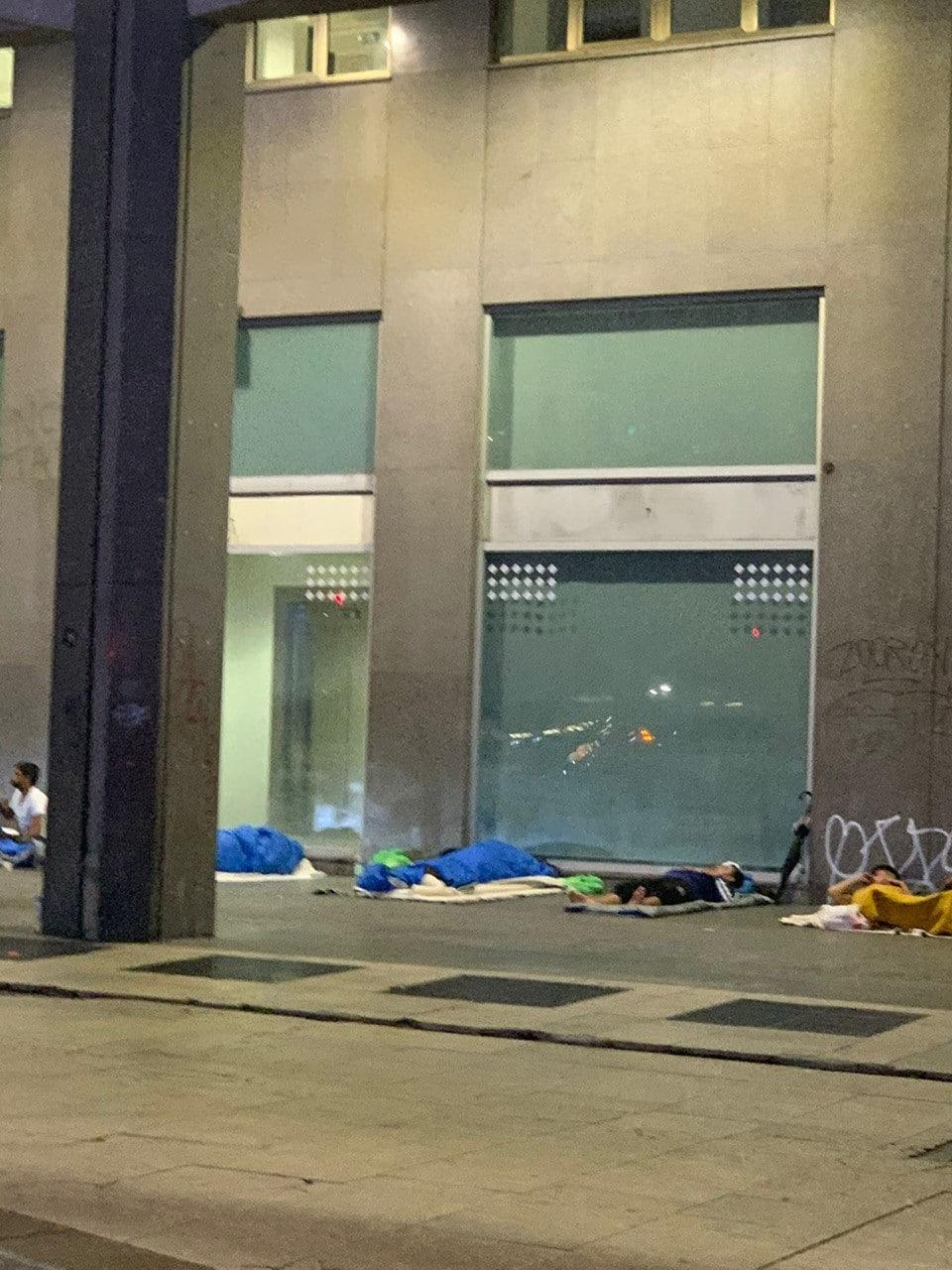 Sbarcati quasi 20 mila migranti dal primo gennaio, ma il numero nelle strutture non cresce. Per accogliere i nuovi gettiamo sulla strada i vecchi e le città sono sempre più insicure