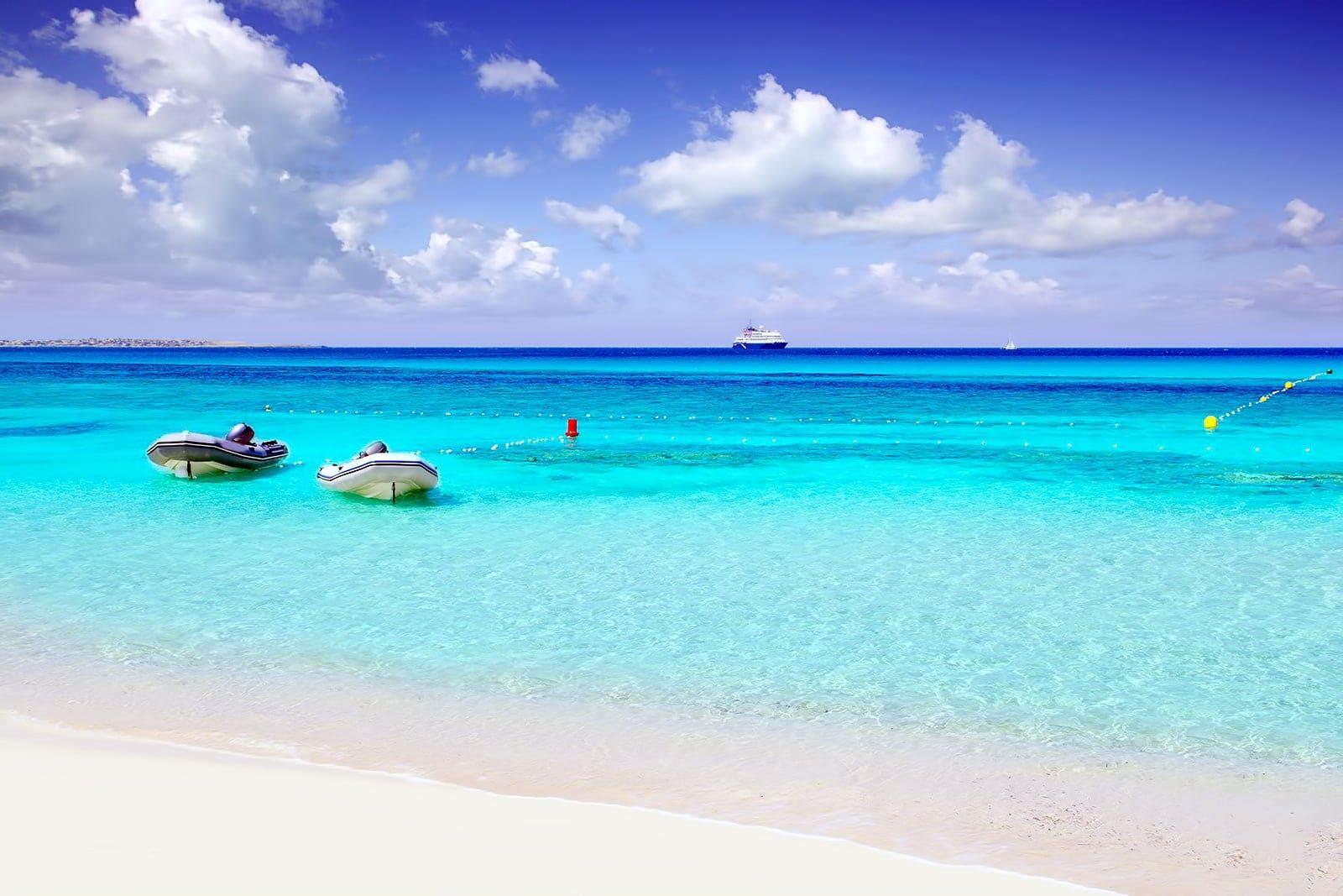 Formentera: l'isola degli italiani, spesso discriminati perché più bravi. Ecco come ci siamo impossessati del gioiello delle Baleari
