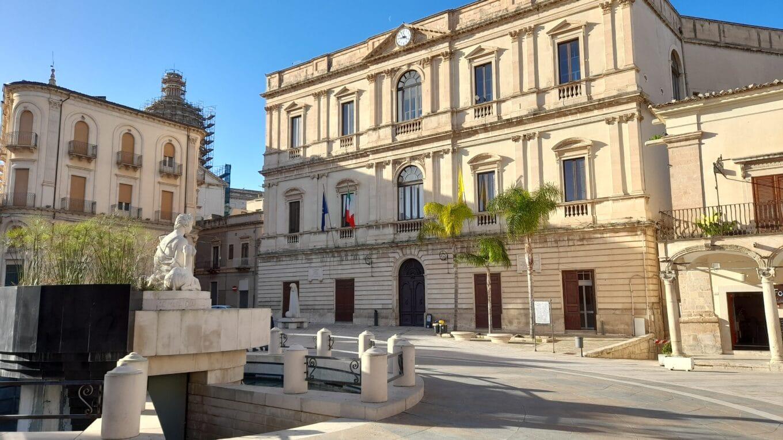 A Comiso e Vittoria, in Sicilia, ai non vaccinati è proibito uscire dal Comune. Ecco cosa accadrà nelle altre aree dello stivale che passeranno in zona arancione: discriminazione legittimata e dilagante